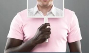Peau noire et masque blanc ?
