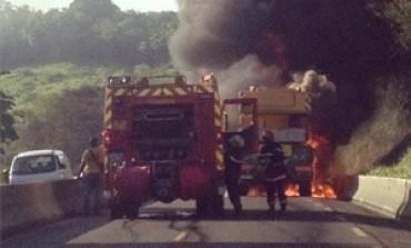 Un convoi prend feu sur la RN5 en Martinique