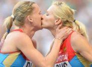 Non, Ioulia et Kseniya ne s'embrassent pas sur la bouche
