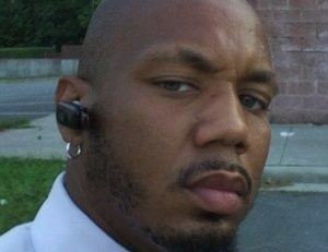 Le rappeur américain  Christ #Bearer aka Andre #Johnson se coupe le sexe et tente de se suicider