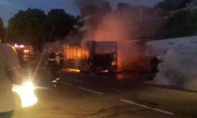 Un bus brûle ...un feu de Dieu...à Châteaubœuf en #Martinique