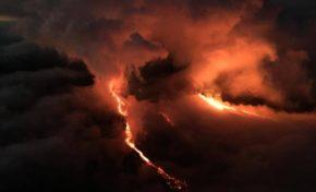 Piton de la #Fournaise ...ce soir elle vous met le feu