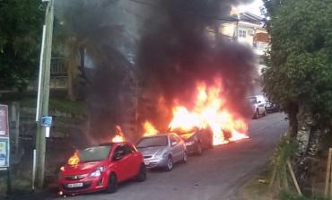 Quatre voitures brûlent à l'anse Figuier en Martinique