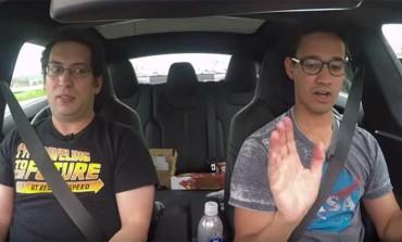 Sans les mains : une voiture en pilote automatique ! (Vidéo)