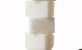 Victorin Lurel met de l'eau dans son sucre