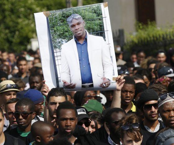 Adama Traoré est mort d'un «syndrome asphyxique», sous le poids de 3 policiers…