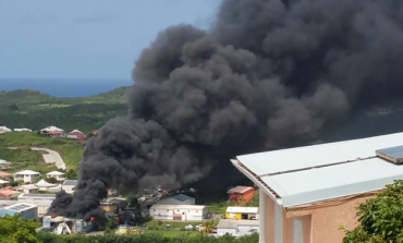 Enorme incendie dans une zone artisanale en Martinique