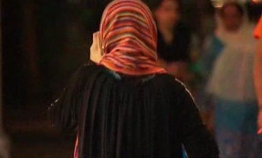 USA - NY 5ème av. : Un homme enflamme les vêtements d'une musulmane