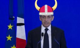 """Nicolas Sarkozy : """"Ici c'est la France, c'est pas le Gabon, si vous voulez retourner au Gabon, retournez-y!"""""""