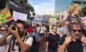Manif anti-Trump à Los Angeles... 😳 ah oui quand même !
