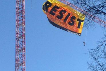 Vidéo live : des manifestants sur une grue devant la Maison Blanche