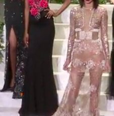 Fashion Week de New York: les créateurs affichent le bandana blanc, signe de tolérance, dans un pays choqué par les annonces de Trump. Et Kendall Jenner est subtilement naked chez la Perla.