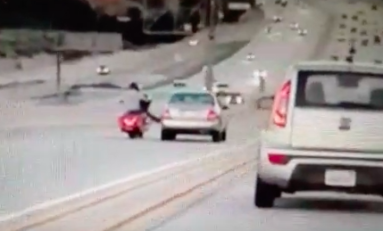Moto versus car at Santa Clarita in California