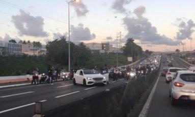 Ils bloquent l'autoroute en Martinique pour... tourner un clip