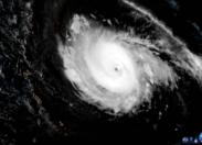 Irma, passe en catégorie 4 et menace les îles du nord (photos + cartes + vidéos)