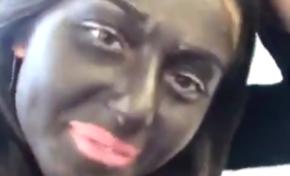 Il porte une kippa...il fait un black face