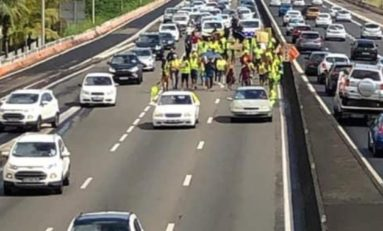 Près de 380 000 gilets jaunes paralysent la Martinique