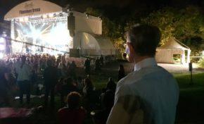 Alfred Marie-Jeanne au coeur de l'ambiance à l' Appaloos'Arena en Martinique