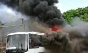 Un bus brûle à l'insu de son plein gré à Schoelcher en Martinique